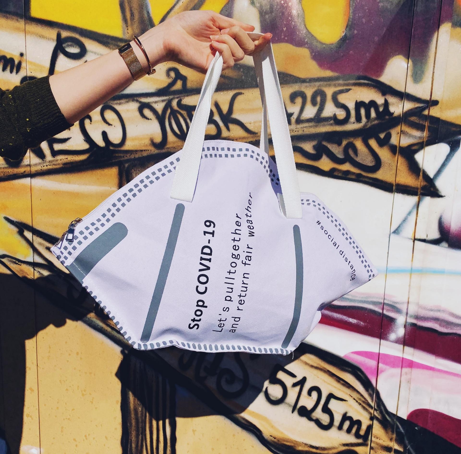 Schraege FFP2 Handtasche Tasche